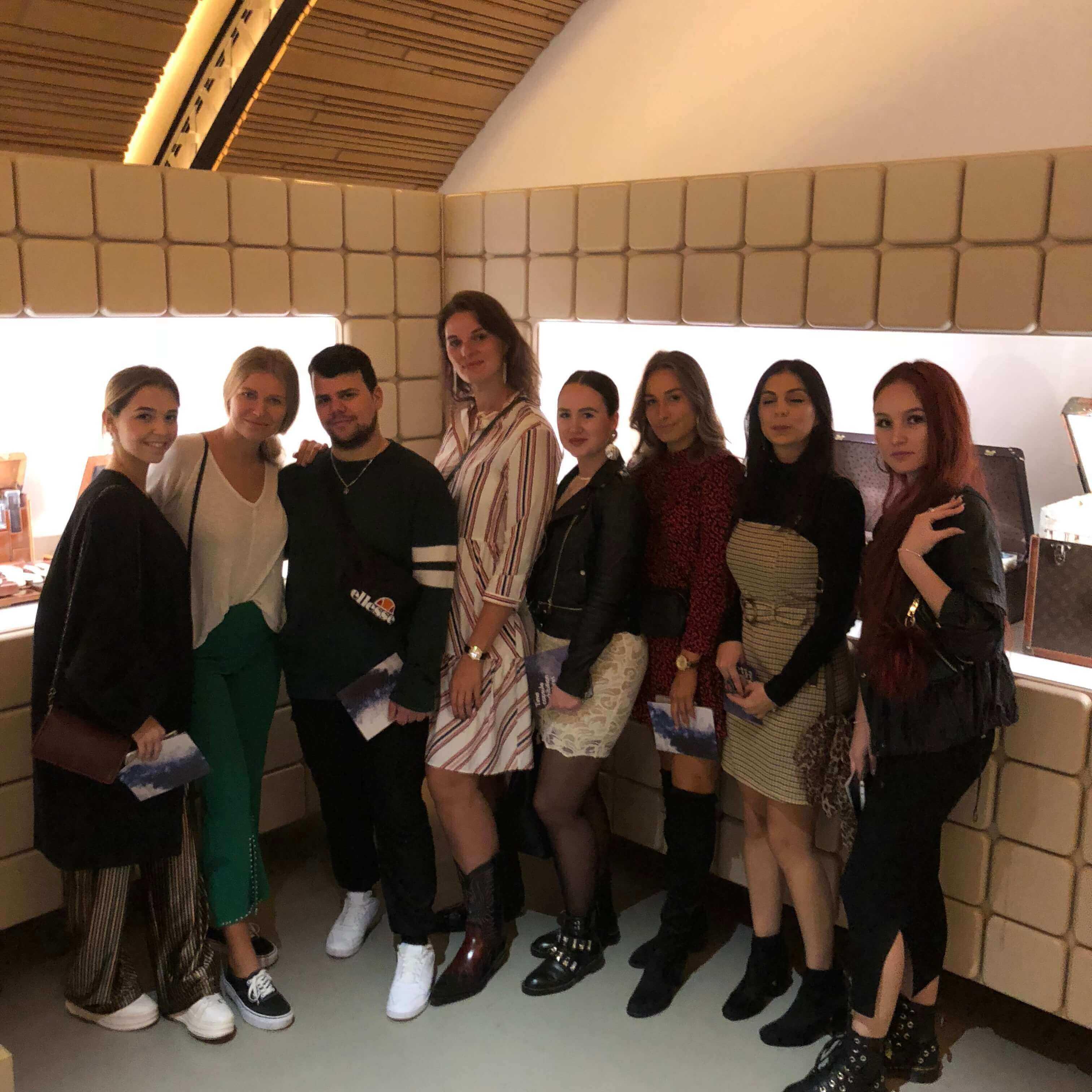 Studenten bei Louis Vuitton